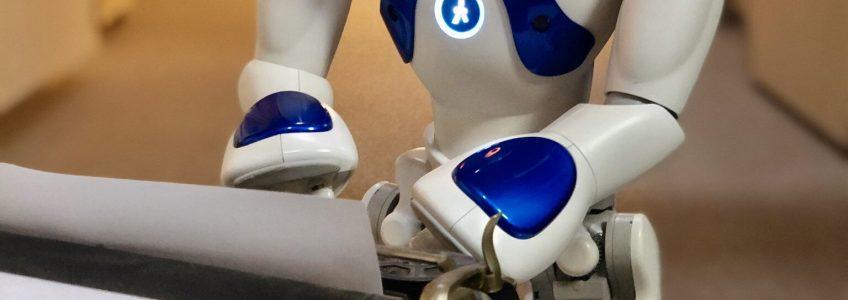Primera obra de teatro creada íntegramente por un robot • Tendencias21